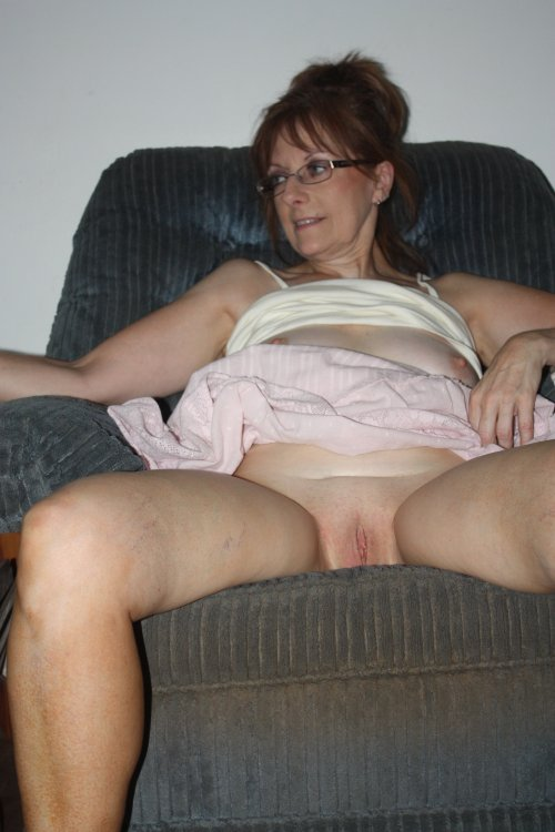 Diane Mickels Proudly Shows Me Her Bruised Pussy After 2010 Jim Fuckation 005.JPG