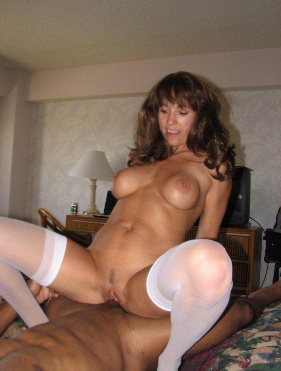 brunette_ir_cowgirl_nylons_422.jpg